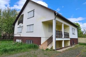 Продається одноповерховий будинок 237.5 кв. м з бесідкою