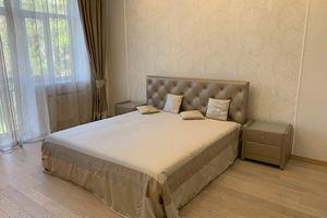 Сдается в аренду 4-комнатная квартира 147 кв. м в Киеве