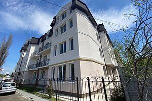 Продається 2-кімнатна квартира 63.1 кв. м у Одесі