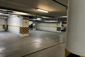 Продається підземний паркінг під легкове авто на 15.8 кв. м