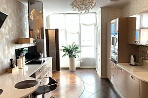 Продається 2-кімнатна квартира 81 кв. м у Києві