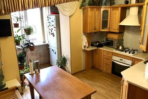 Продається 3-кімнатна квартира 80 кв. м у Одесі