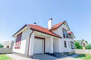 Продается дом на 2 этажа 320 кв. м с мансардой