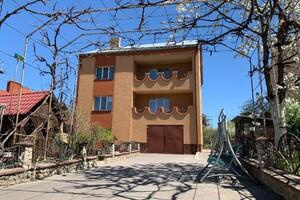 Продається будинок 3 поверховий 272 кв. м з гаражем