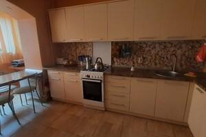 Продается 3-комнатная квартира 74 кв. м в Чернигове