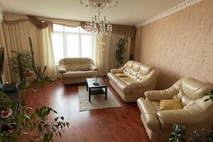 Продається 3-кімнатна квартира 105.5 кв. м у Києво-Святошинську