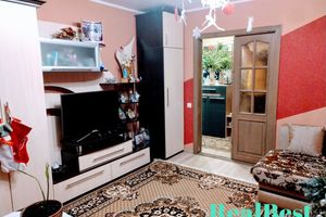 Продается 4-комнатная квартира 82 кв. м в Ровно
