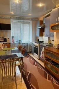 Продается 4-комнатная квартира 73 кв. м в Мариуполе