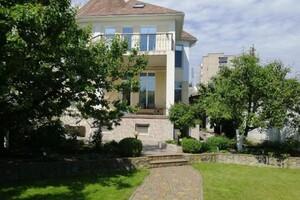 Продается дом на 3 этажа 420 кв. м с мебелью