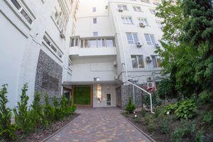 Продається 2-кімнатна квартира 72 кв. м у Херсоні