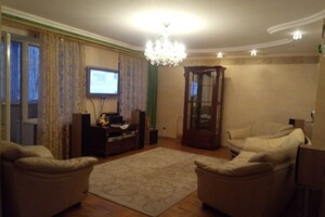 Продается 4-комнатная квартира 120 кв. м в Николаеве