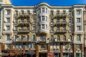 Продається нежитлове приміщення в житловому будинку 505 кв. м в 6-поверховій будівлі