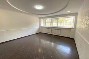 Продається офіс 65 кв. м в нежитловому приміщені в житловому будинку