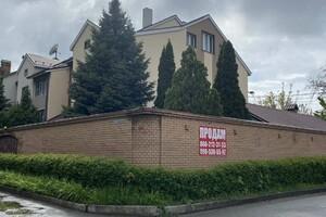 Продается дом на 3 этажа 513 кв. м с участком