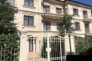 Продається будинок 2 поверховий 162 кв. м з садом