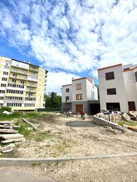 Продається 3-кімнатна квартира 140.4 кв. м у Тернополі