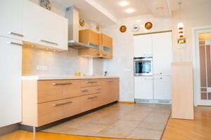 Продается 3-комнатная квартира 120 кв. м в Днепре