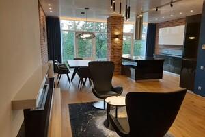 Продается 4-комнатная квартира 207 кв. м в Мариуполе