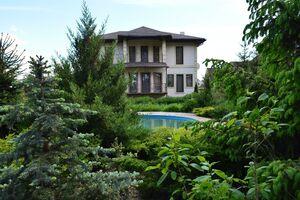 Продается дом на 2 этажа 400 кв. м с балконом