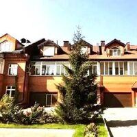 Продается дом на 3 этажа 340 кв. м с бассейном