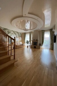 Продается дом на 2 этажа 317 кв. м с балконом