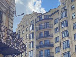 Продается 4-комнатная квартира 170.7 кв. м в Ивано-Франковске