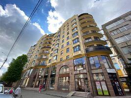 Продается 4-комнатная квартира 176.2 кв. м в Ивано-Франковске
