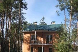Продається будинок 3 поверховий 360 кв. м з балконом