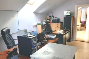 Здається в оренду офіс 110 кв. м в адміністративній будівлі