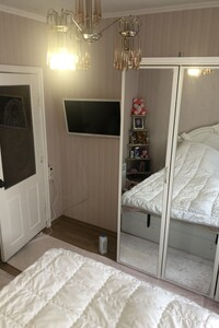 Продається 3-кімнатна квартира 64 кв. м у Чернівцях