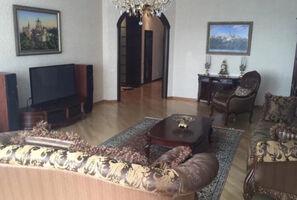 Продается 3-комнатная квартира 158 кв. м в Киеве