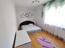 Продається 3-кімнатна квартира 76 кв. м у Чернівцях