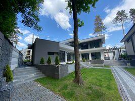 Продается дом на 2 этажа 260 кв. м с беседкой