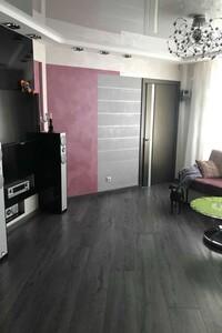 Продається 4-кімнатна квартира 80 кв. м у Полтаві