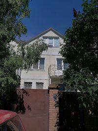 Продається будинок 2 поверховий 136 кв. м з бесідкою