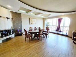 Продається 4-кімнатна квартира 245 кв. м у Черкасах