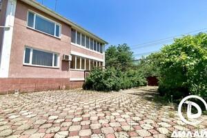 Продается дом на 3 этажа 373 кв. м с балконом