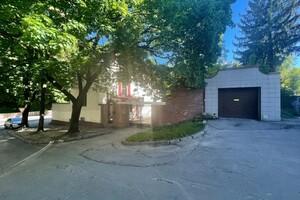 Продается дом на 2 этажа 440 кв. м с участком