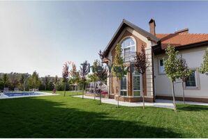 Продается дом на 2 этажа 250 кв. м с садом