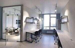 Продается офис 55 кв. м в нежилом помещении в жилом доме
