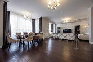 Здається в оренду 6-кімнатна квартира 360 кв. м у Києві