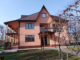 Продается дом на 3 этажа 300 кв. м с участком