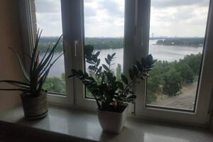 Продается 4-комнатная квартира 100 кв. м в Киеве