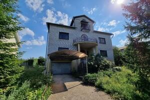 Продается дом на 2 этажа 500 кв. м с бассейном