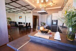 Продается 4-комнатная квартира 157 кв. м в Днепре