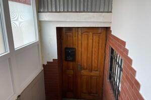 Сдается в аренду помещения свободного назначения 86.7 кв. м в 4-этажном здании