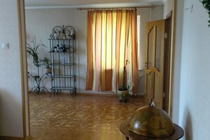 Продается 5-комнатная квартира 123 кв. м в Мариуполе