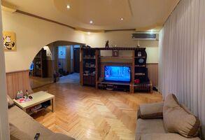 Продается 4-комнатная квартира 88 кв. м в Ужгороде