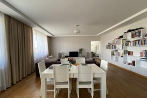 Продається будинок 3 поверховий 407.7 кв. м с басейном