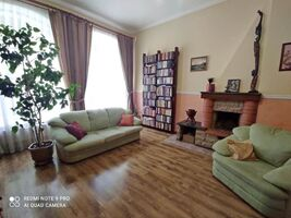Продается 2-комнатная квартира 74 кв. м в Ровно